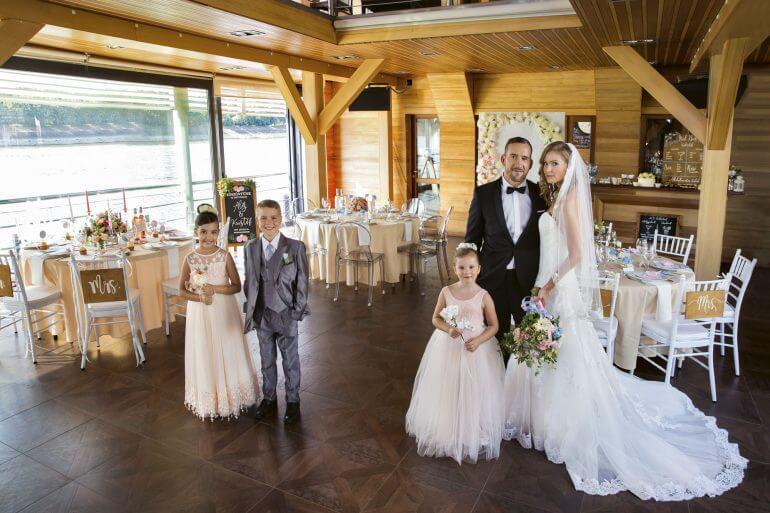 Esküvő a Dunán – Nagy Alexandra és Hajnal János a bohém romantika világába kalauzol